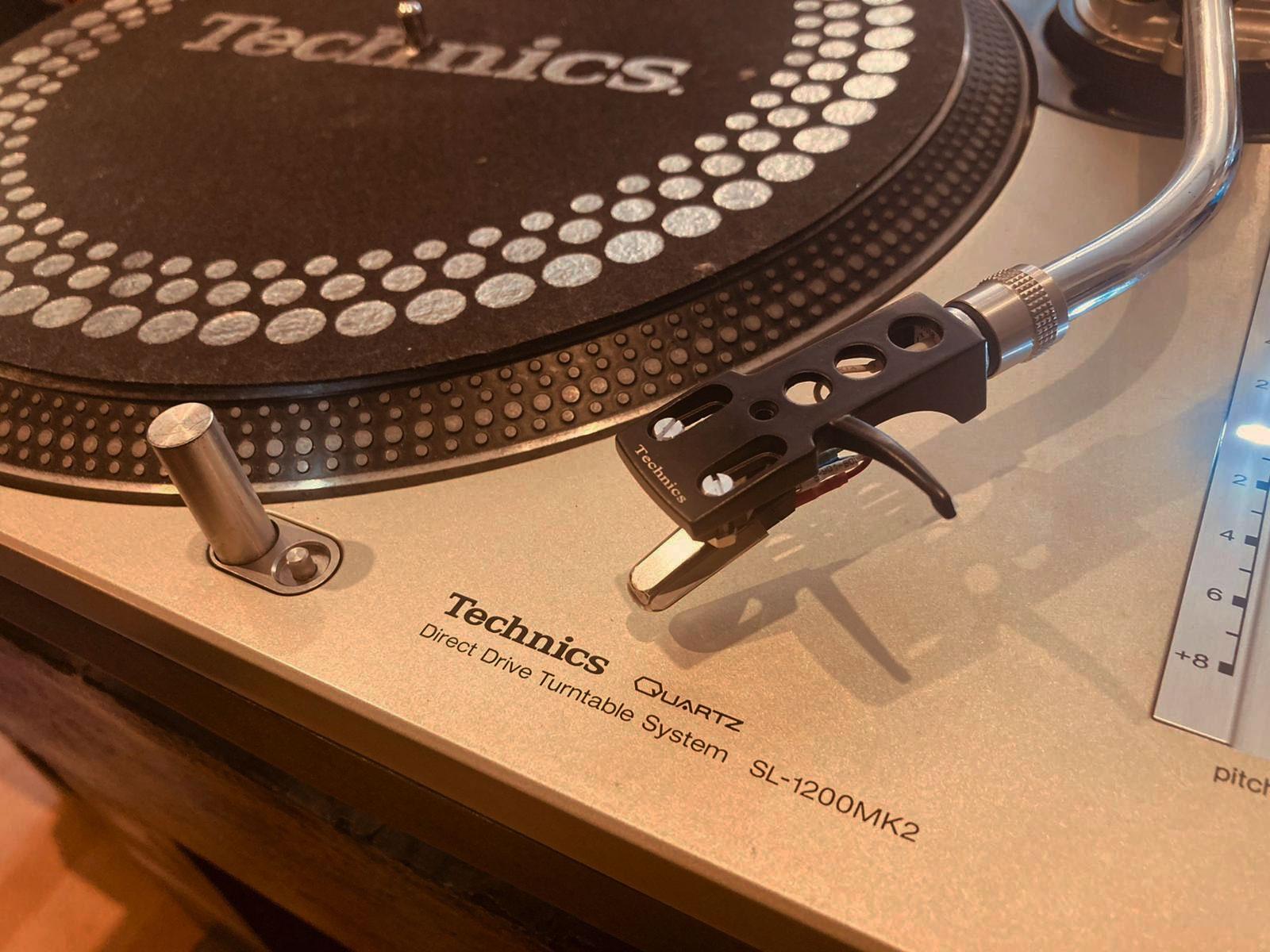 Turntable Technics